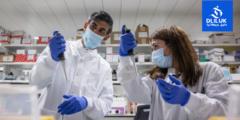 """المملكة المتحدة تسابق الزمن – تطعيم أكثر من 200 ألف بلقاح الوقاية من فيروس """"كورونا"""" يوميا"""